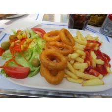 Fried squids salad and French fries (8 und.)